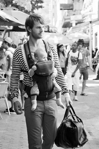 cybex-2-go-baby-carrier-dad-2.jpg