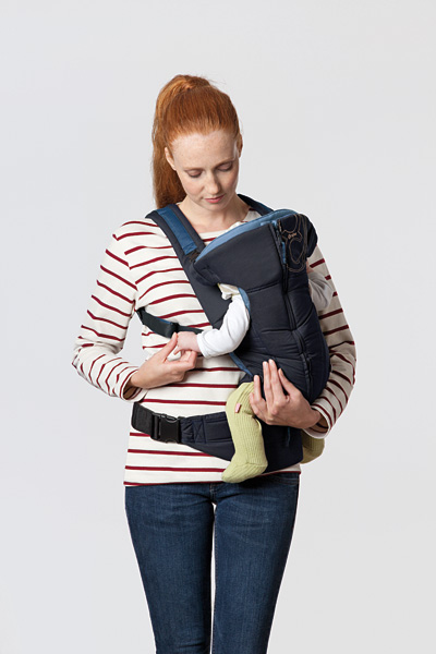 cybex-2-go-baby-carrier-side-carry.jpg