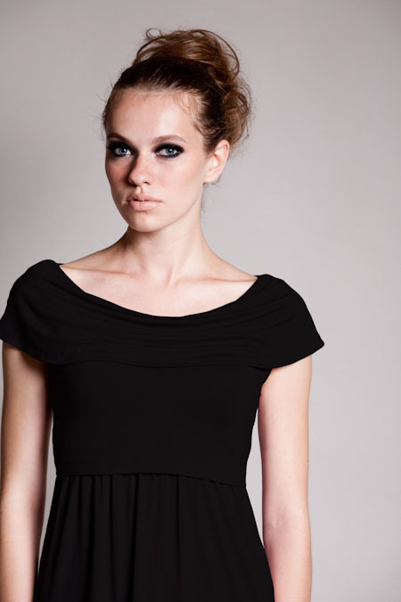 dote-sophia-nursing-dress-black-close.jpg
