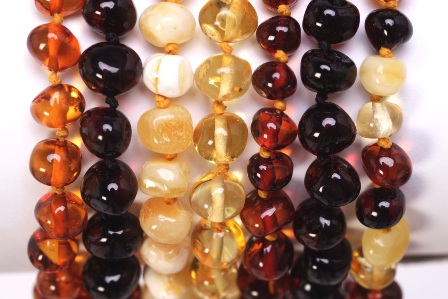 healing-hazel-amber-necklace-close.jpg