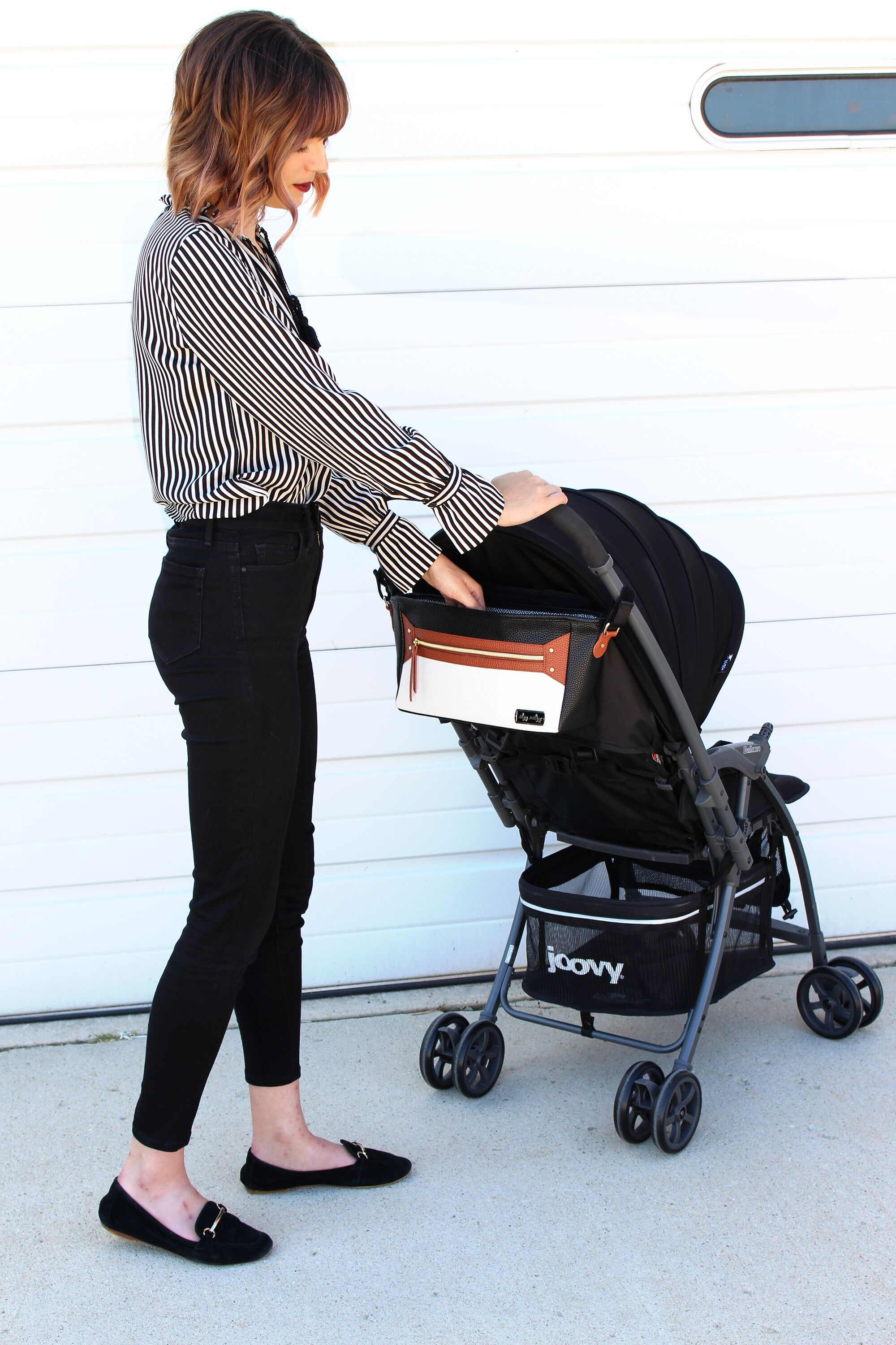 itzy-ritzy-stroller-caddy-coffee-and-cream-on-stroller-2