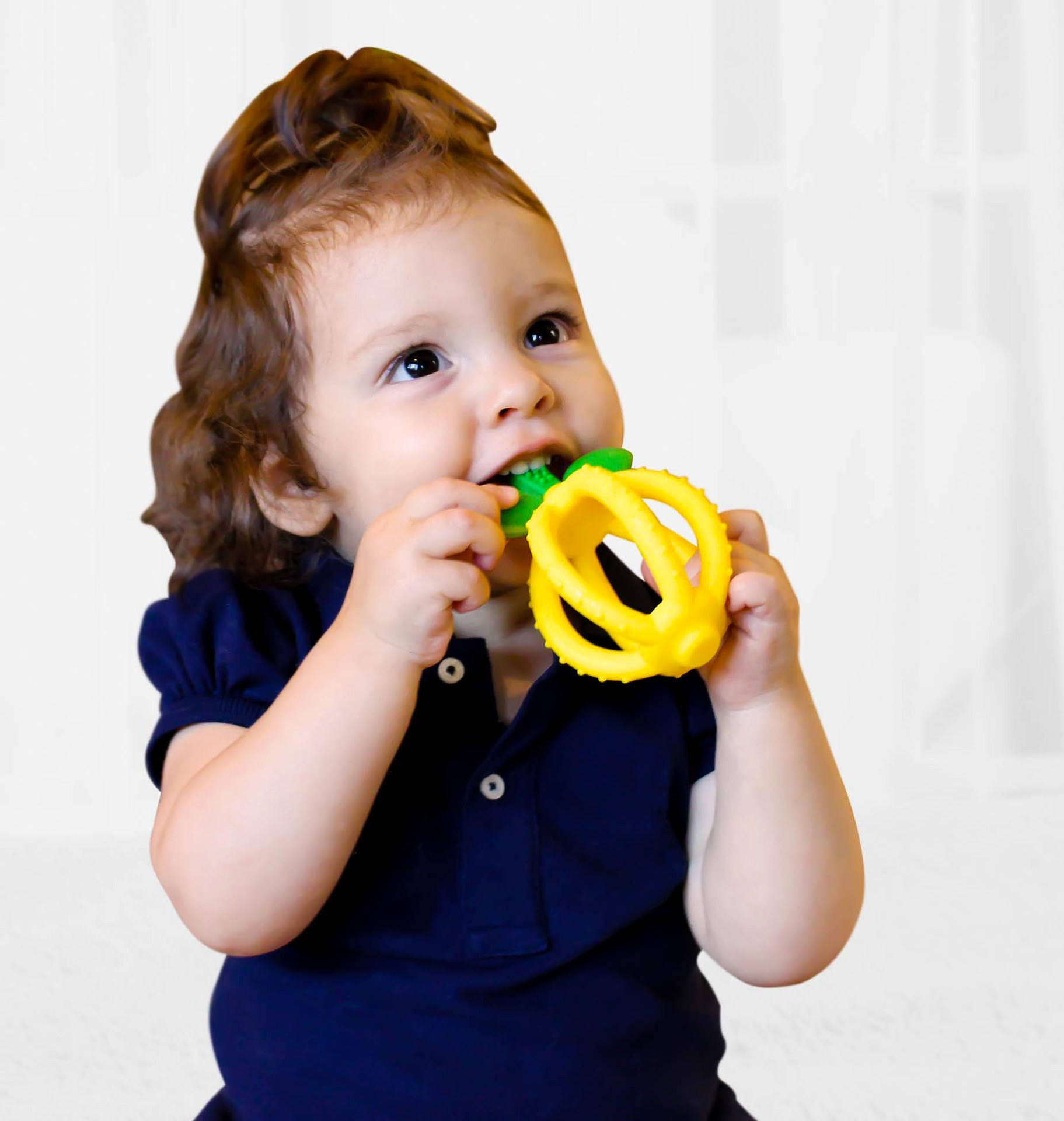 itzy-ritzy-teether-ball-lemon-baby