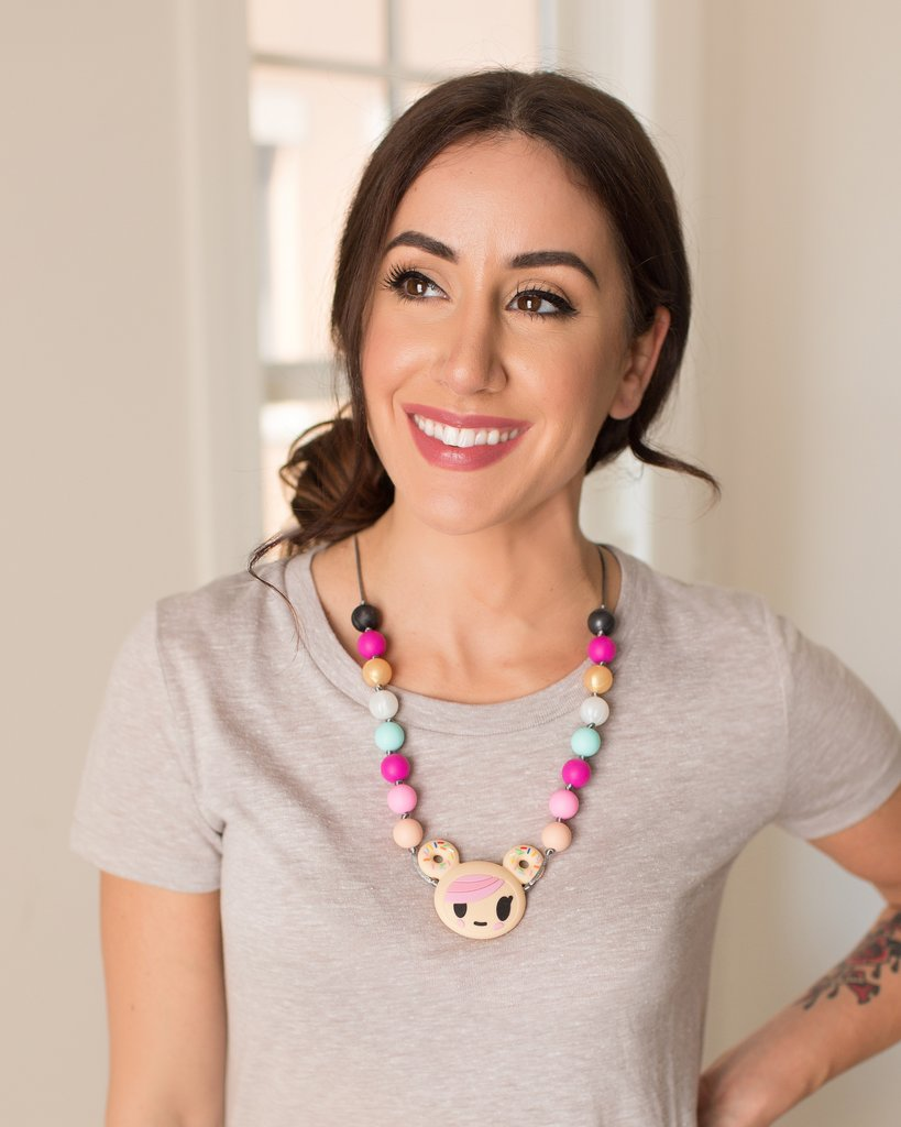 itzy-ritzy-teething-happens-necklace-donutella-mom