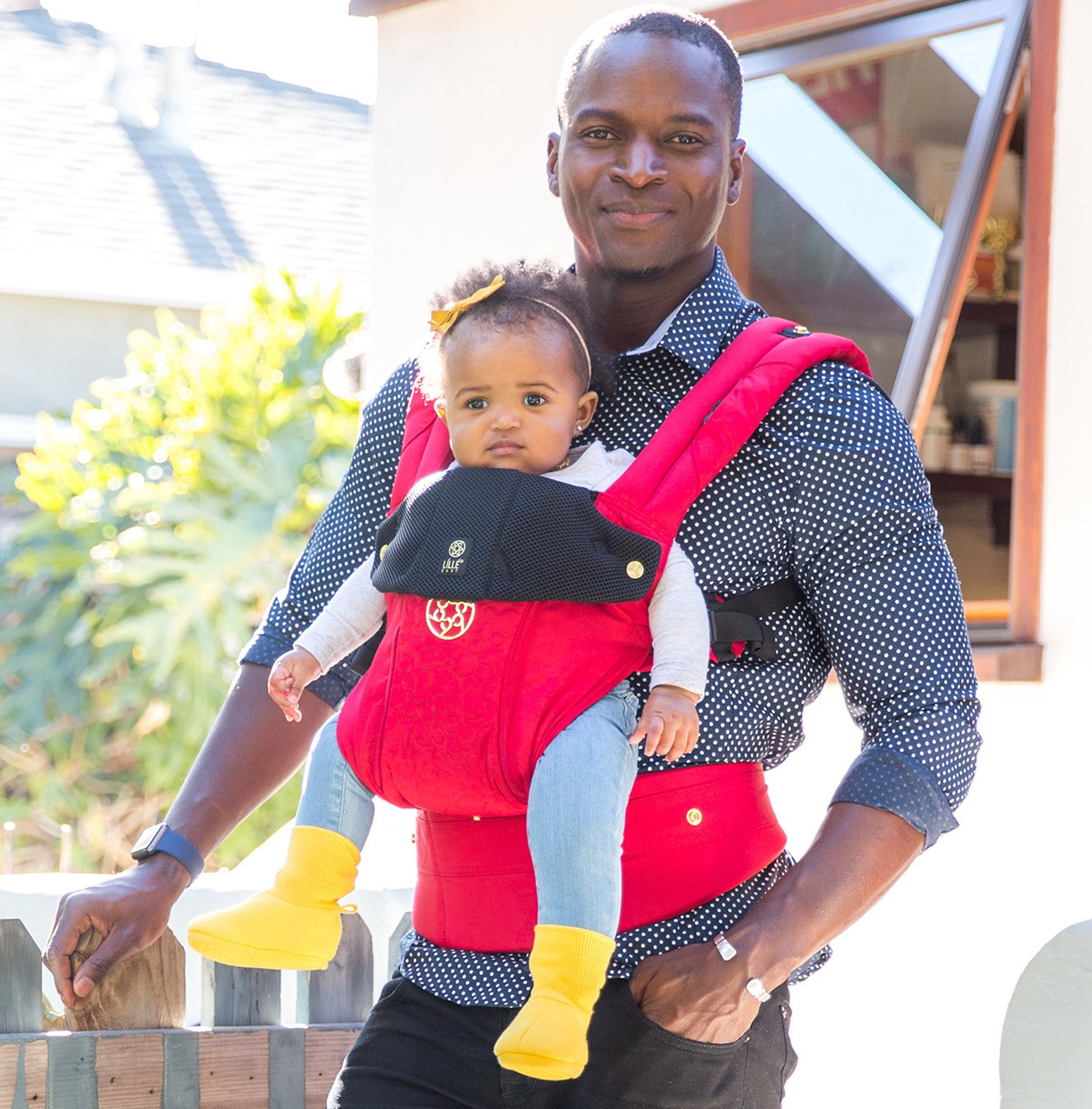 lillebaby-complete-all-seasons-embossed-baby-carrier-red-mickey-dad.jpg