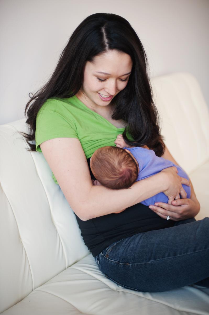 undercover-mama-nursing-tank-use-1.jpg