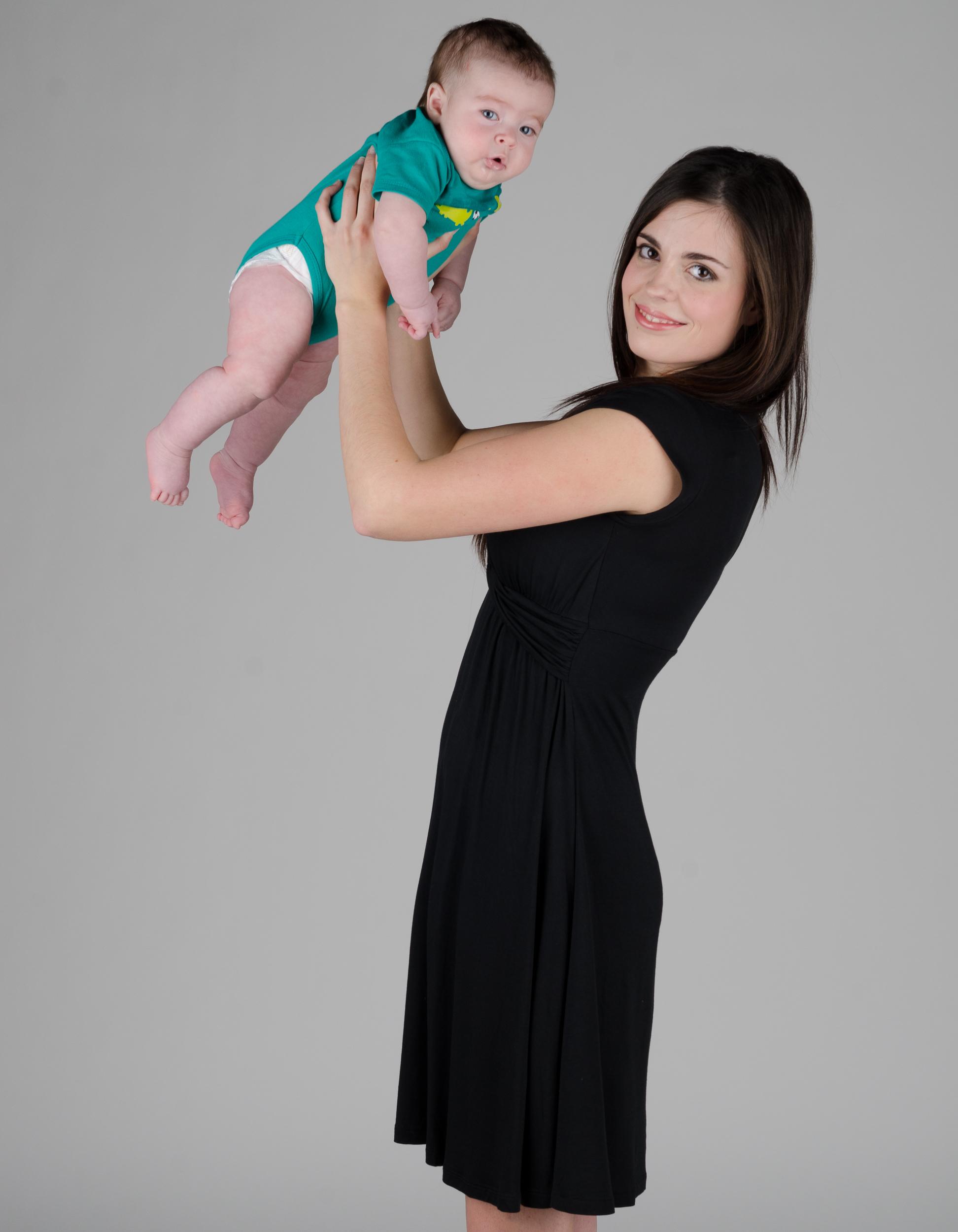 momzelle-suzy-nursing-dress-black-side