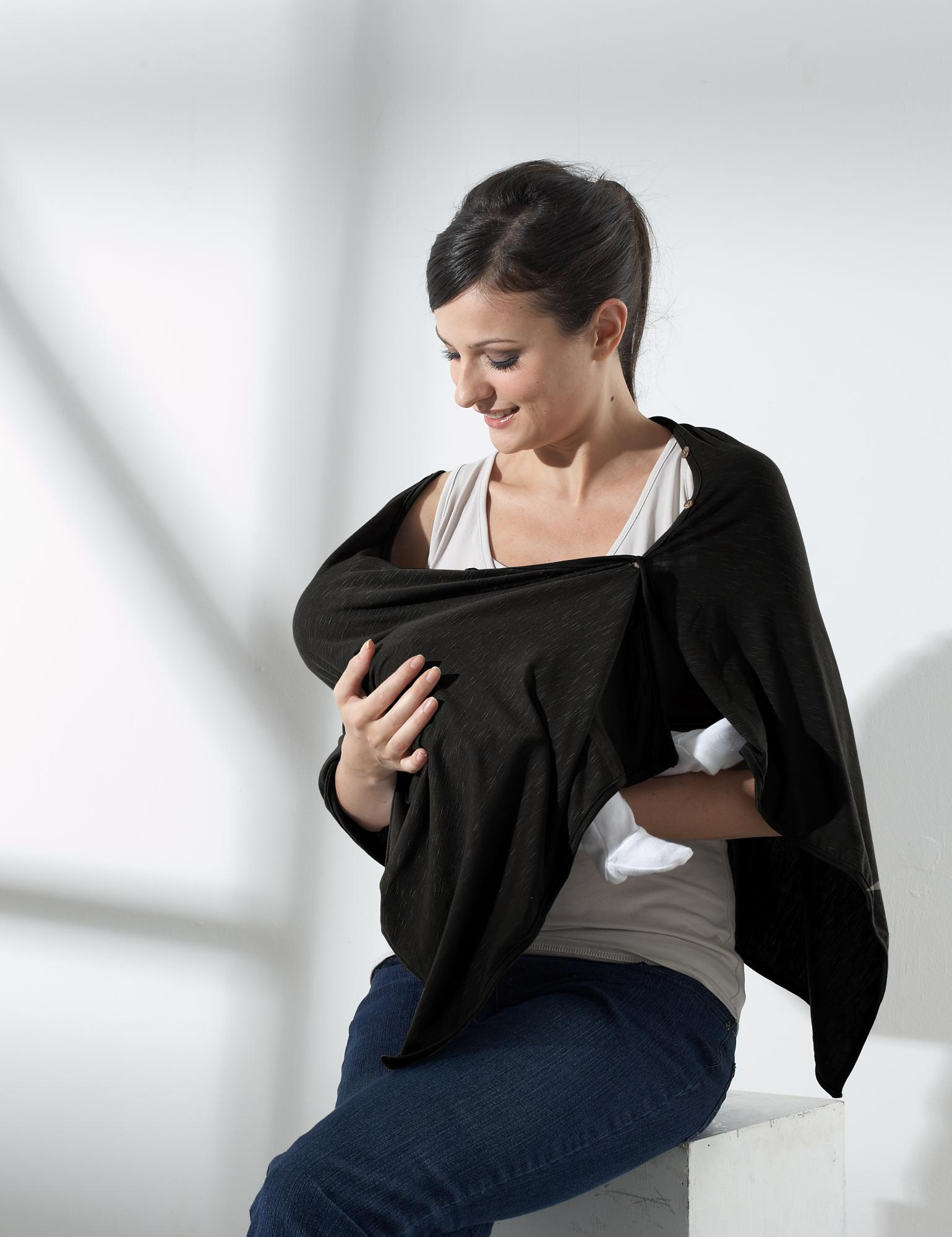 mothers-en-vogue-bamboo-nursing-poncho-black.jpg