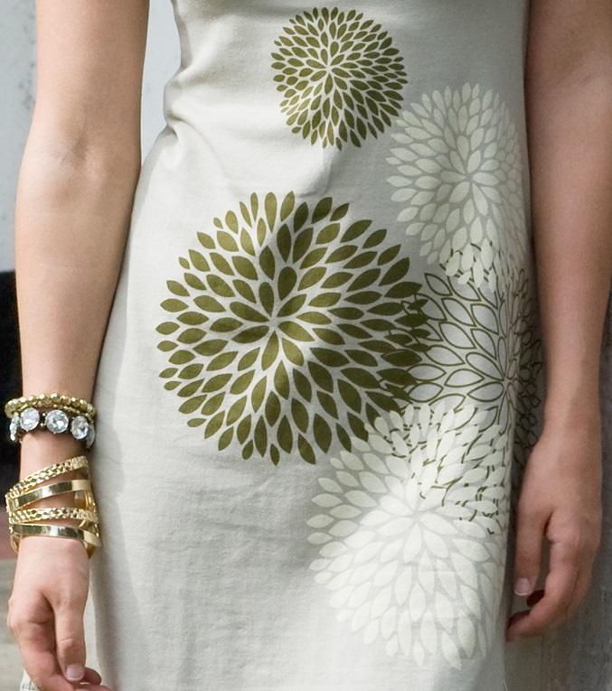 mothers-en-vogue-chrysalis-nursing-dress-15-print.jpg