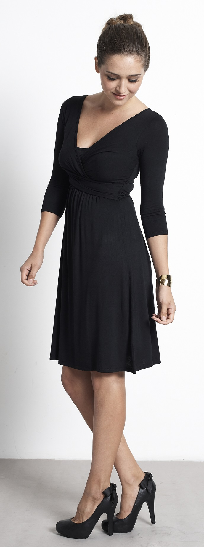 mothers-en-vouge-wrap-nursing-dress-black-4.jpg