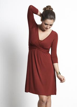 mothers-en-vouge-wrap-nursing-dress-red-3.jpg