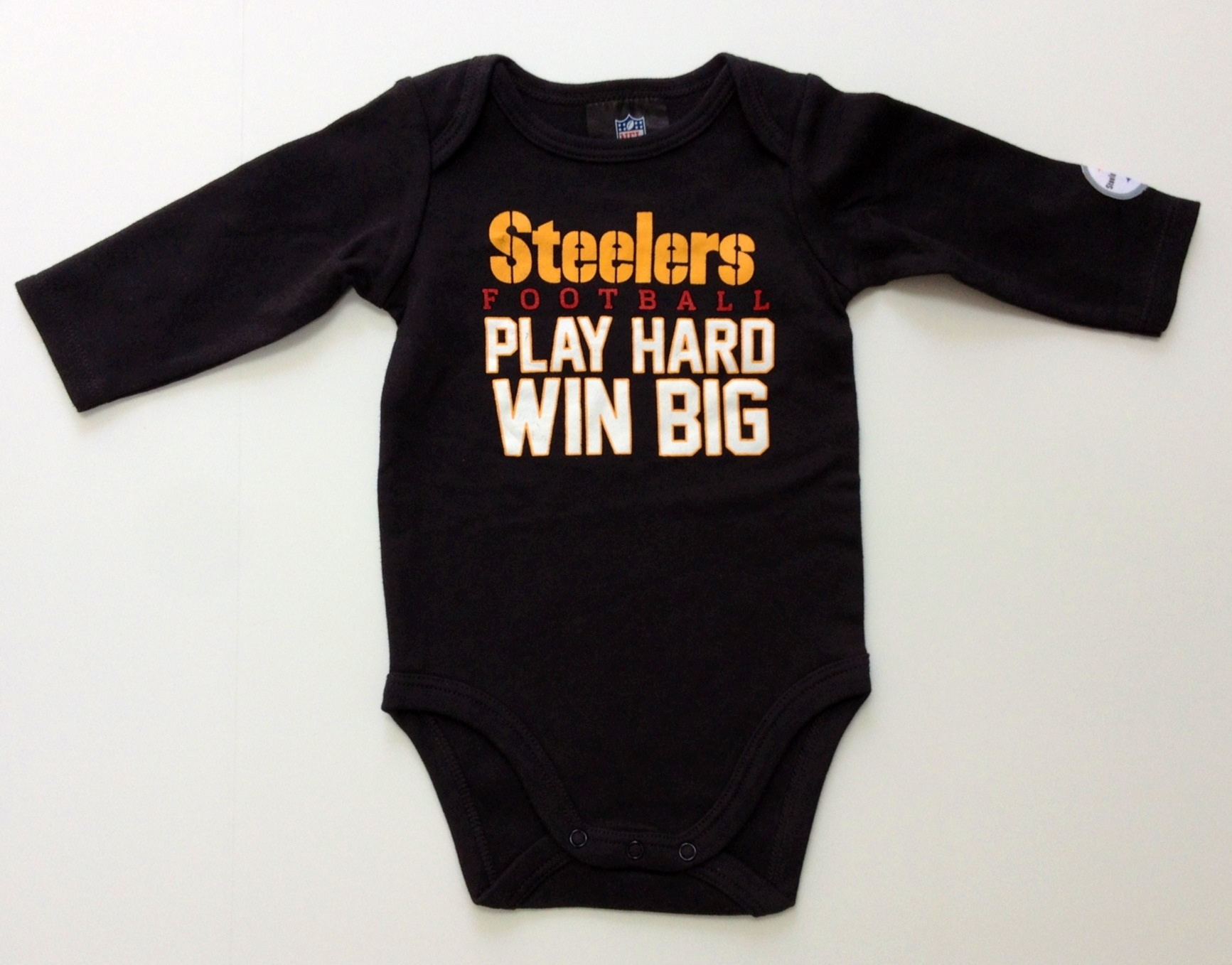 nfl-steelers-infant-black-gold-longsleeve-onesie-2-pack-3j.jpg
