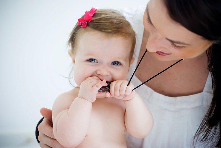 teething-bling-necklace-onyx-baby-2.jpg