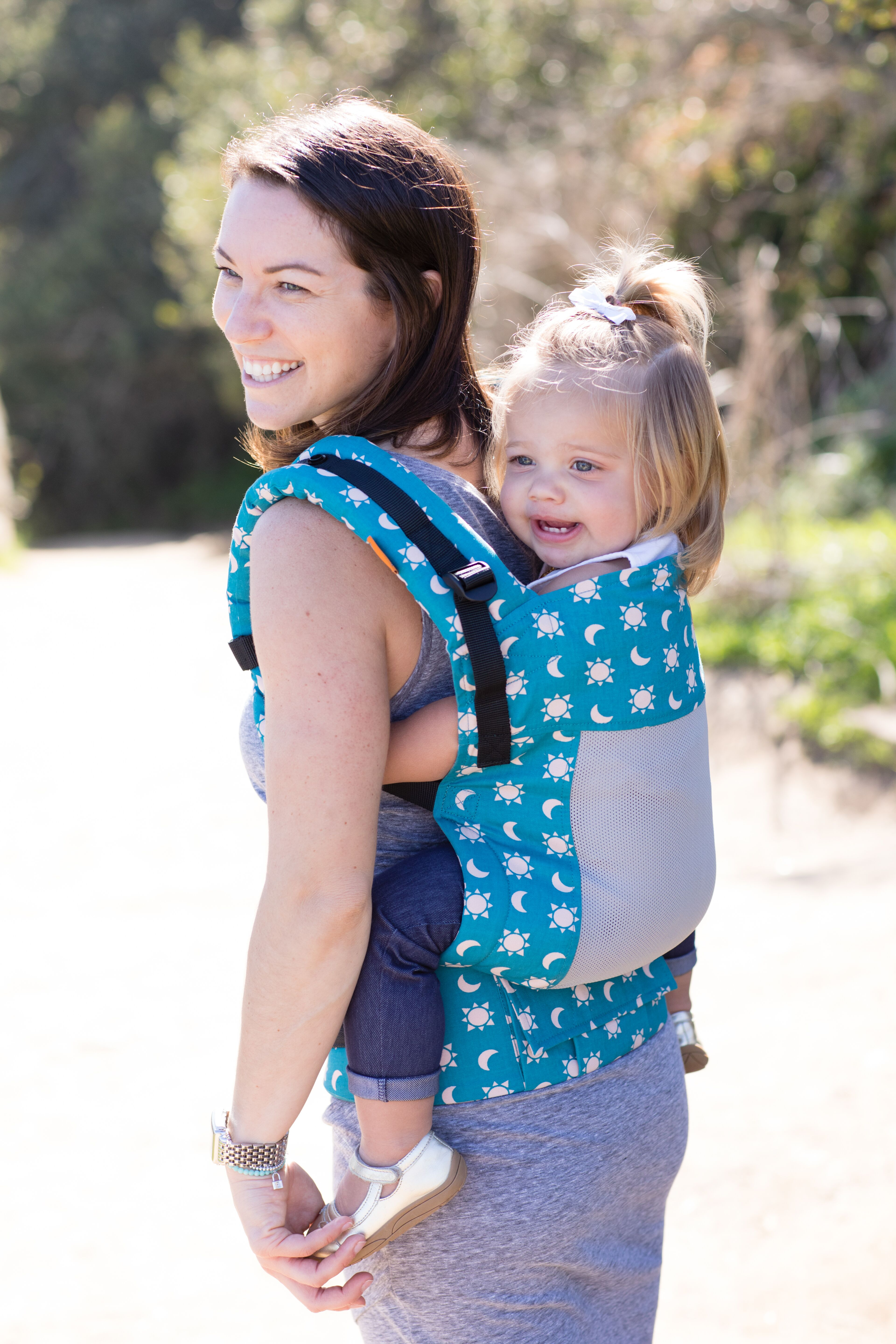 baby-tula-free-to-grow-baby-carrier-coast-aurora-back-carry
