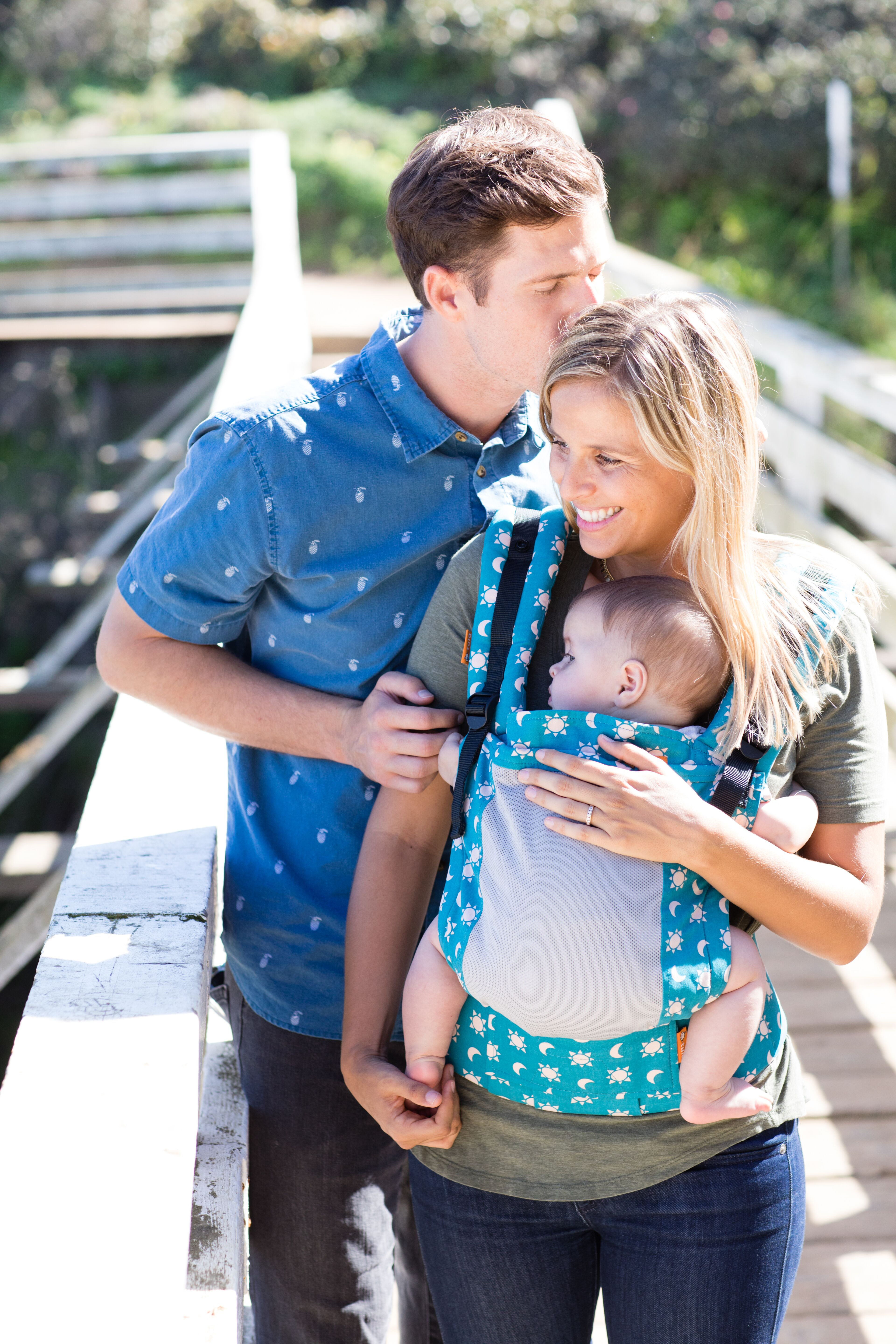 baby-tula-free-to-grow-baby-carrier-coast-aurora